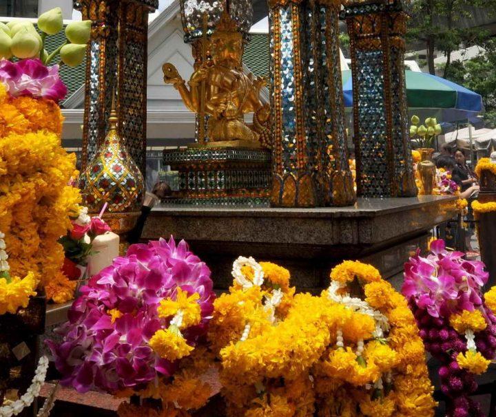 Opfergaben am Erawan Schrein in Bangkok