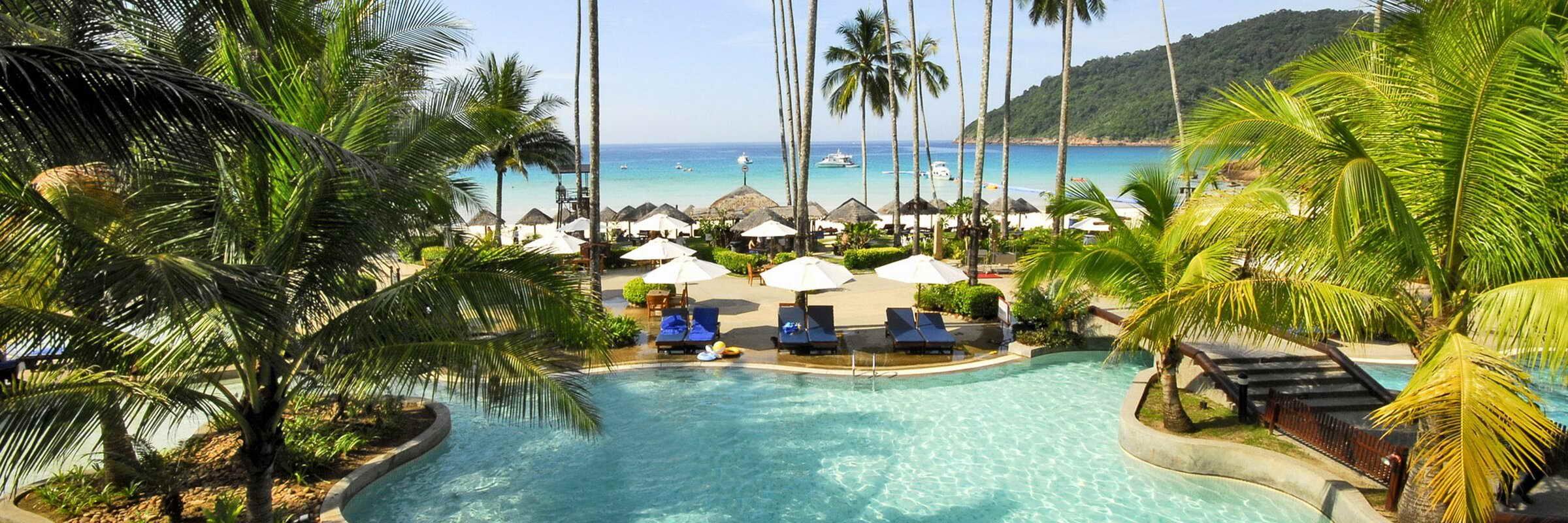 Weitläufige Poollandscahft mit separatem Kinderbecken und Sonnenterasse zum Entspannen und Erholen des The Taaras Beach & Spa Resort