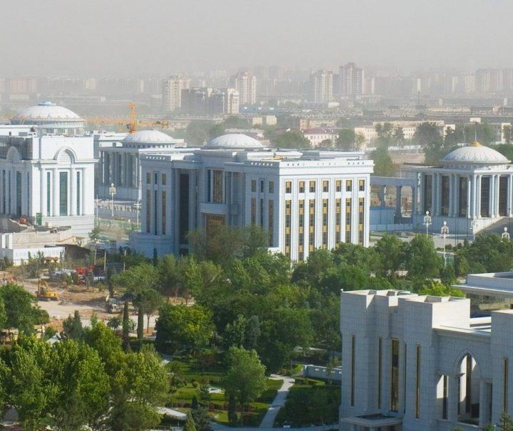Blick auf den Präsidentenpalast von Aschgabat, der am Azadi Platz liegt