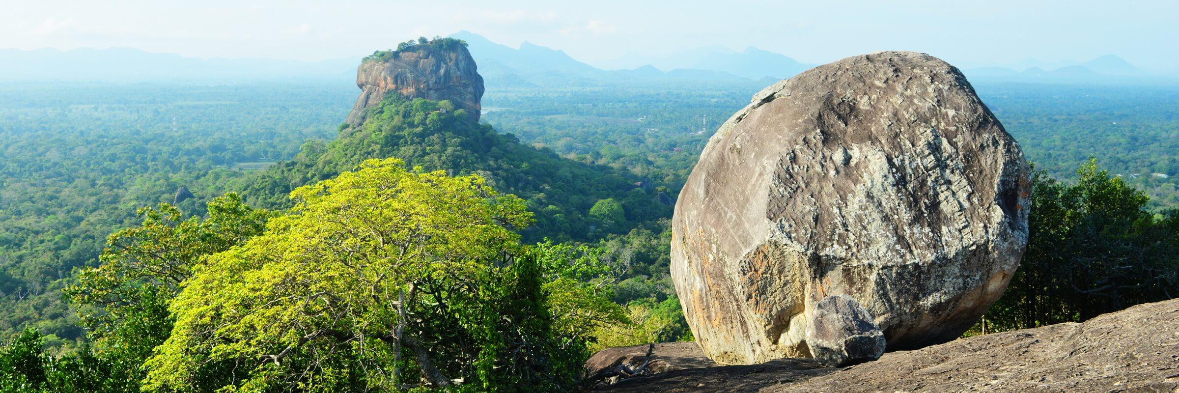 Wundervoller Ausblick vom Pidurangala Felsen auf den Löwenfelsen von Sigiriya