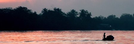Malerische Sonnenuntergänge sind ein Bild das sich jedem bei einer Reise auf dem Mekong bietet.