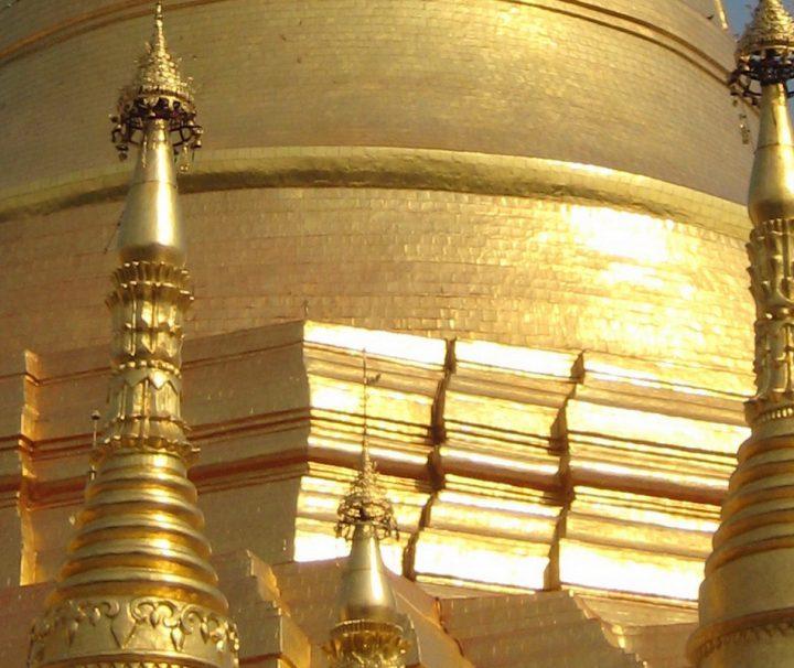 Die berühmte Shwedagon Pagode gilt als Wahrzeichen von Myanmar und besteht wahrscheinlich schon seit 2.500 Jahren.