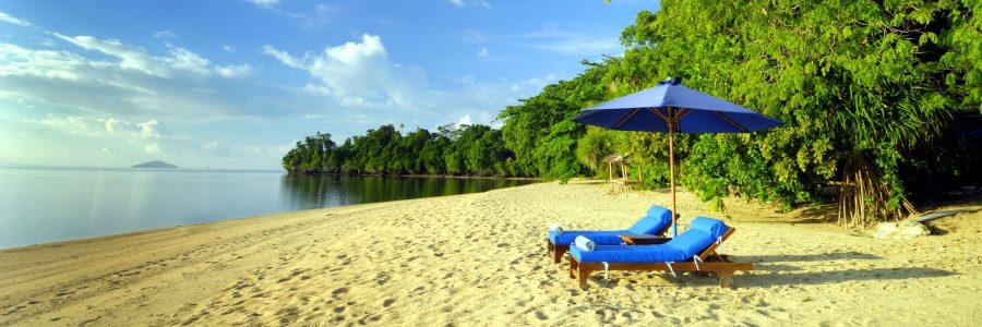 Das tropische Siladen Resort erstreckt sich entlang eines langen Korallenstrandes und ist eingebettet in die üppige Vegetation der Insel.