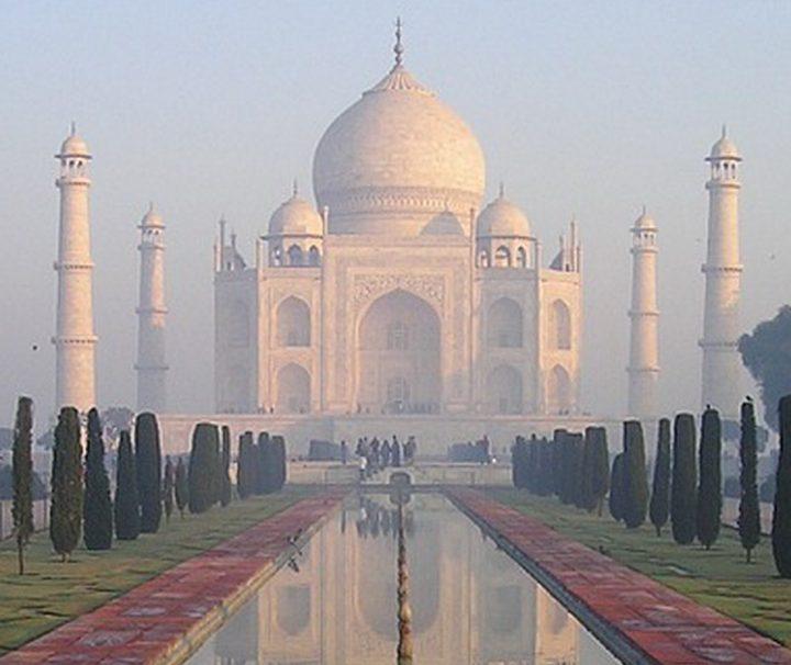 Das Taj Mahal in Agra in Nordindien gehört zu den Highlights einer Indien Reise.
