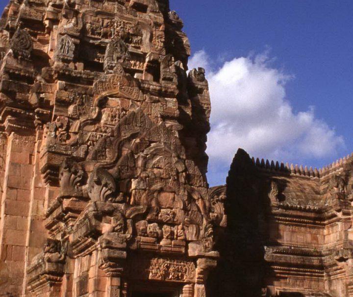 Der Tempelbezirk Phanom Rung im Osten von Thailand (Isaan) befindet sich auf einem erloschenen Vulkan, ungefähr 50 km von der Provinzhauptstadt Buri Ram entfernt.