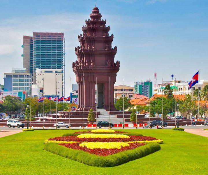 Das Unabhängigkeitsdenkmal ließ König Norodom Sihanouk zur Erinnerung an die Unabhängigkeitserklärung von der Kolonialmacht Frankreich errichten.