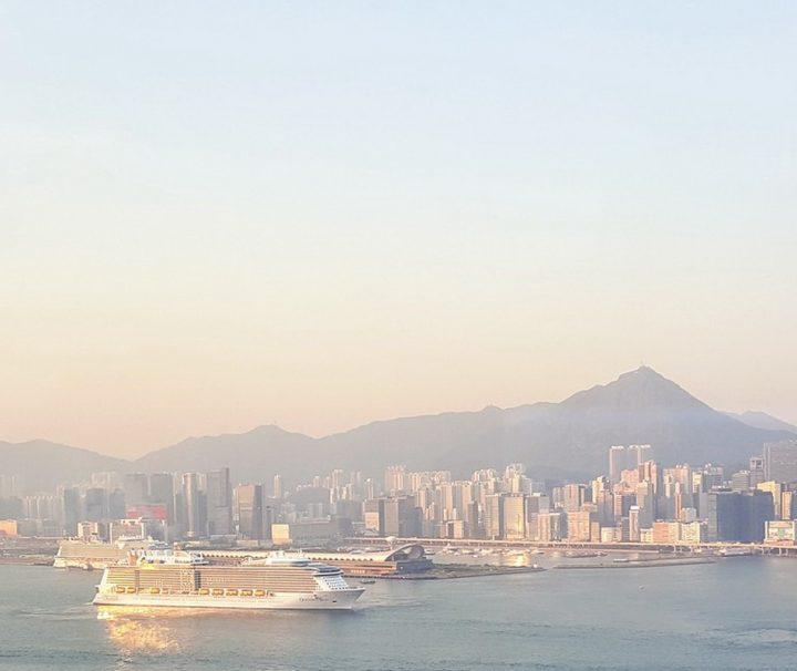Den Namen Victoria Harbour bekam der Hafen, nachdem Hongkong 1843 zur englischen Kolonie wurde.