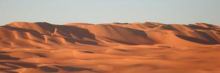 Die Wüste Wahiba Sands im Oman ist ungefähr 80 km breit und verfügt über eine Nord-Süd-Ausdehnung von 180 km. Übernachten Sie bei Ihrer Oman Reise in der Wüste in Camps.