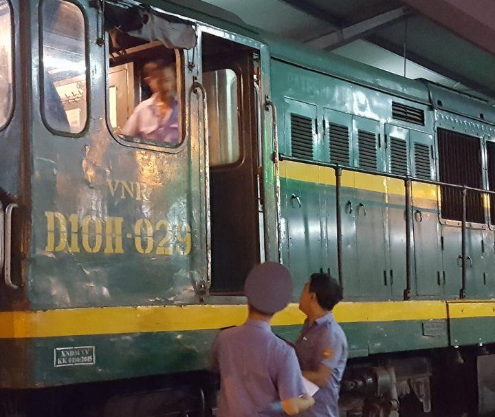 Mit dem Zug durch Vietnam zu Reisen ist ein einziges Abenteuer, das seines gleichen sucht.