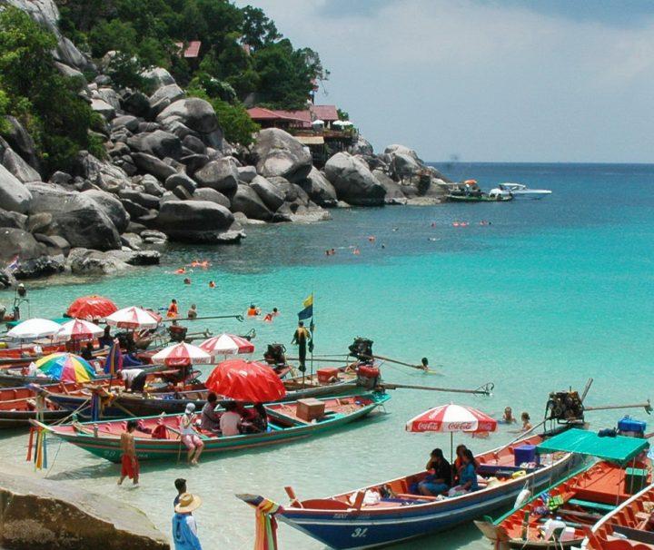 Koh Tao ist touristisch noch nicht so erschlossen, wie seine Nachbarinsel und bietet daher mehr Ursprünglichkeit.