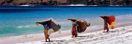 Aufgrund der feinsandigen, palmengesäumten Strandabschnitte und deren Nähe zum Ortskern ist Senggigi ein beliebtes Urlaubsziel.