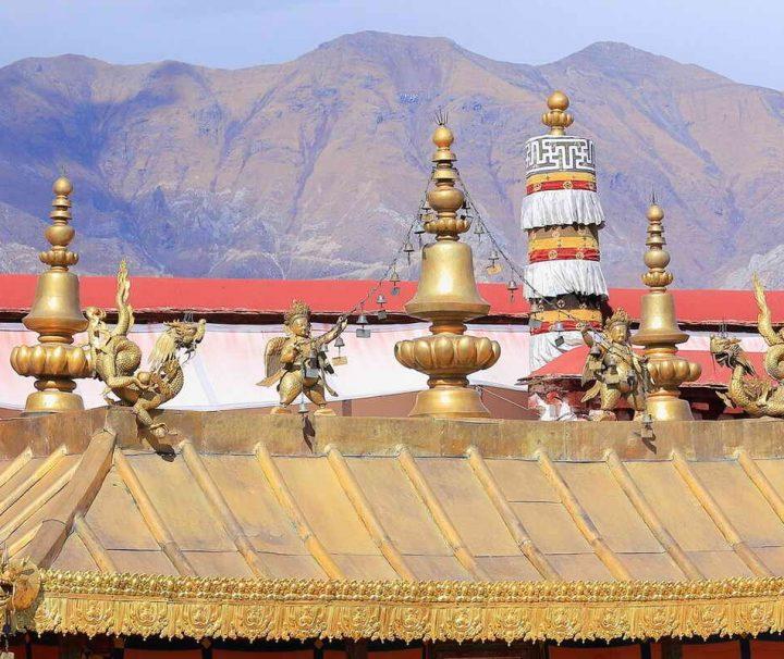 Im Jokhang Tempel in Lhasa befindet sich das bedeutendste Heiligtum für Buddhisten, der Buddha Sakyamuni.