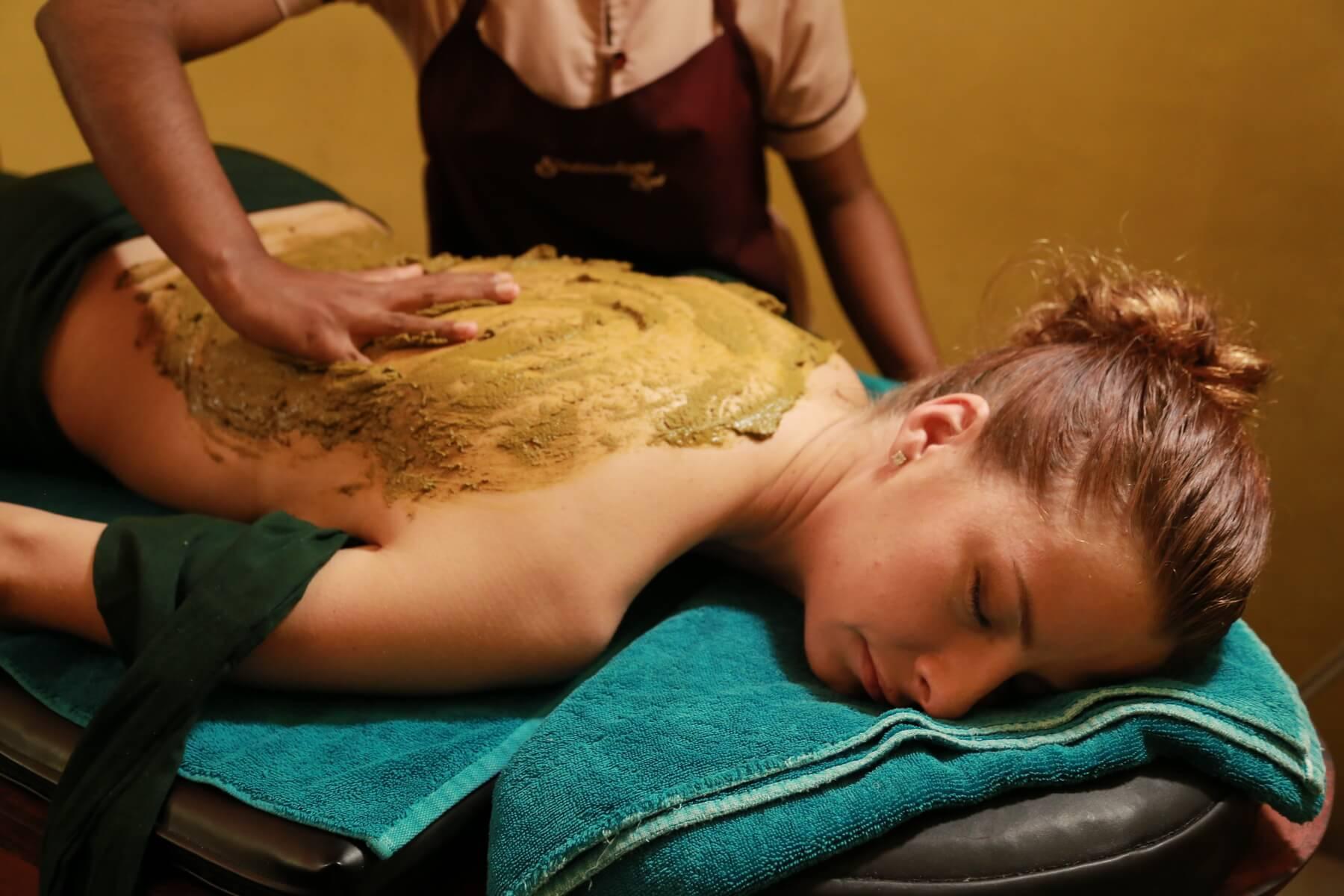Großartige Massagen und Kur für den Körper erwarten die Gäste im Siddhalepa Ayurveda Health Resort Sri Lanka