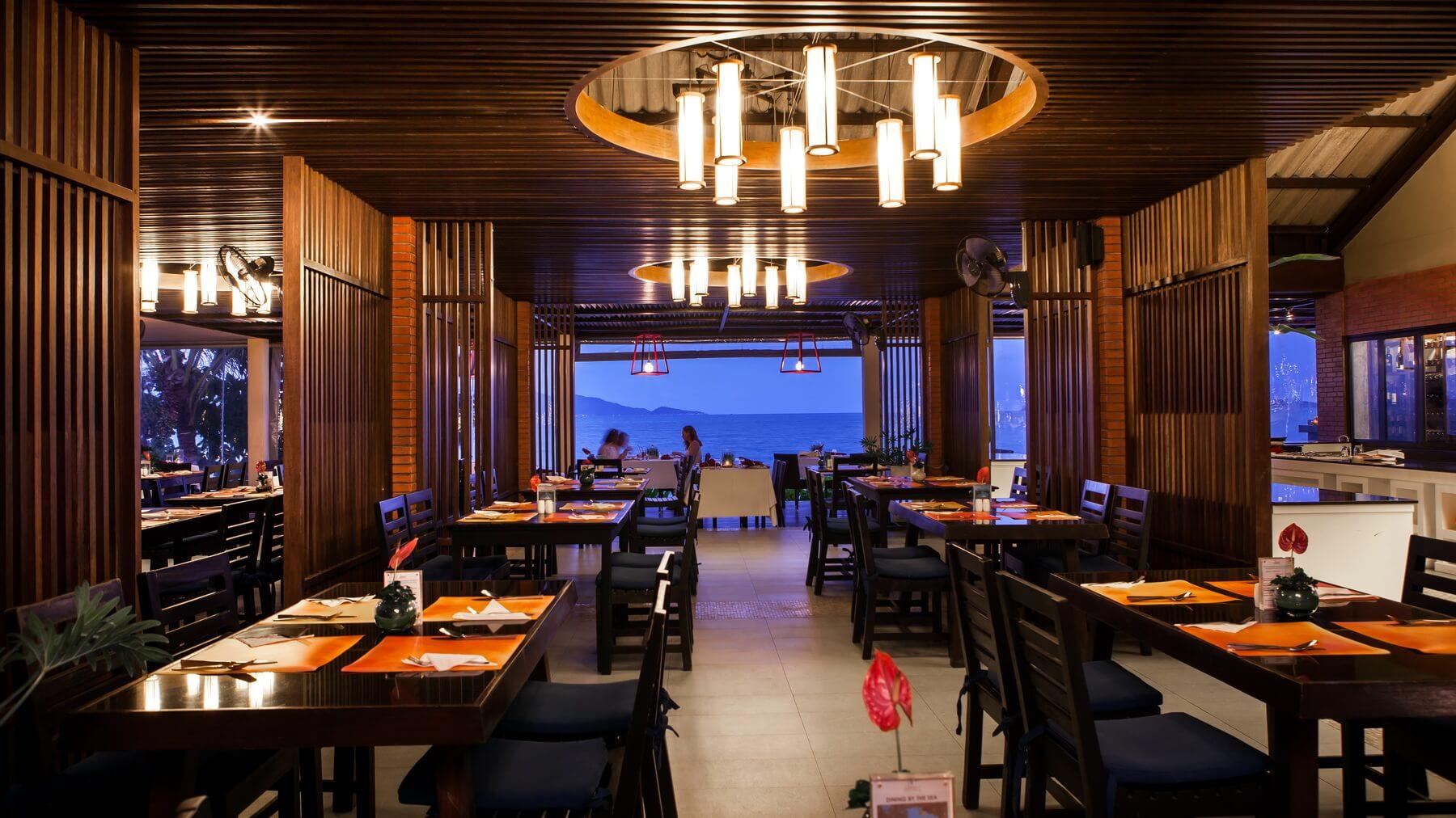 Im am Strand des Peace Resorts gelegenen Sea Wrap Restaurant können Gäste nationale und internationale Spezialitäten genießen.
