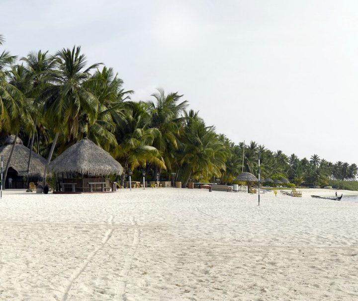 Traumhafter Strand des Bangaram Island Resort mit einmaliger Aussicht