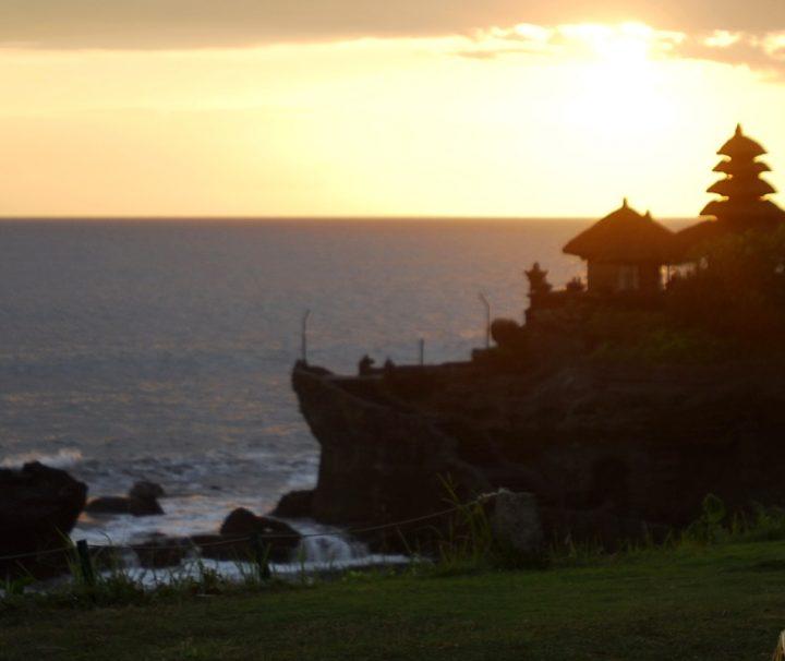 Unberührte Natur, atemberaubende Landschaften und traumhafte Sandstrände machen Bali zu einem perfekten Reiseziel zur Ausübung von Yoga.