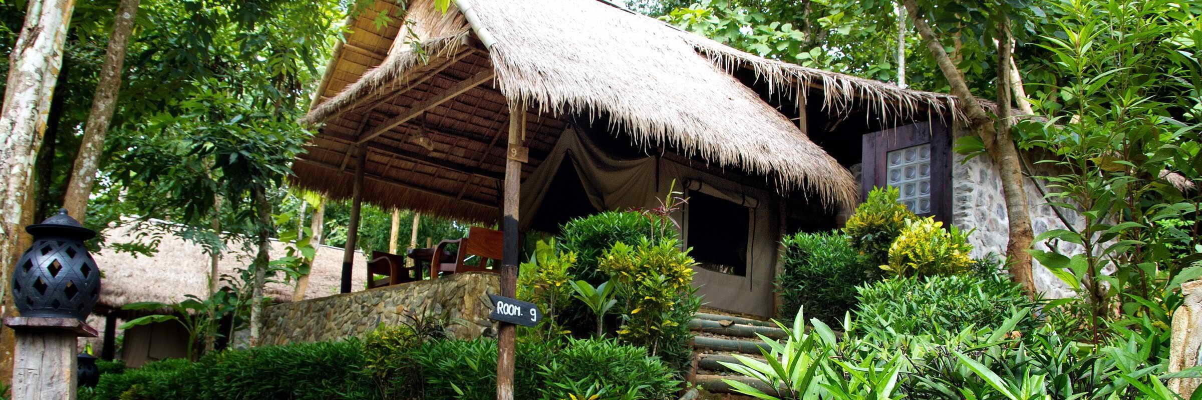 Die Kamu Lodge im Dorf Ngoy Hai in Laos bietet einzigartige Unterkünfte aus Zelttuch mit Strohdächern.