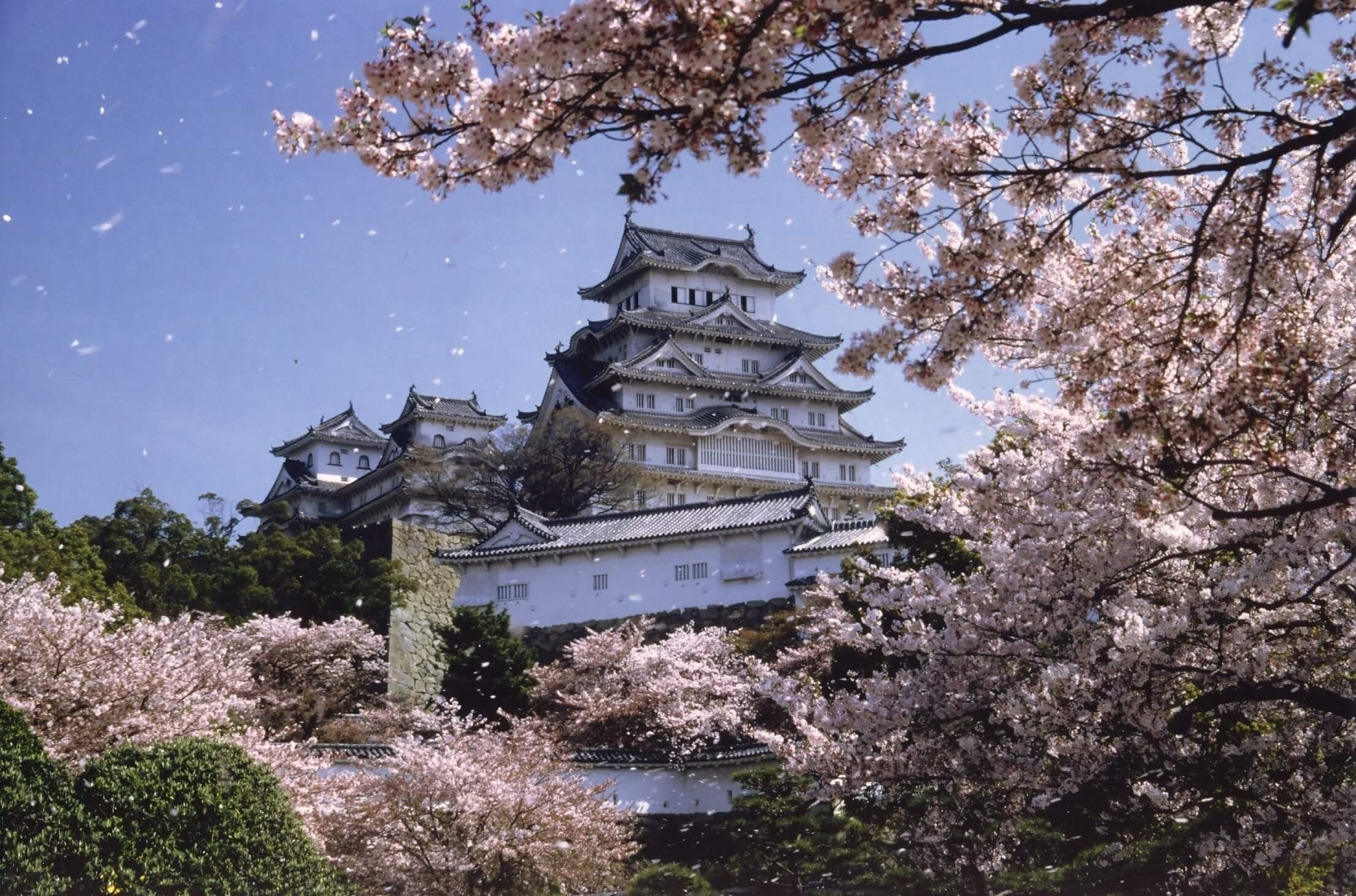 """Die """"Burg des weißen Reihers"""" in Himeji ist Teil des UNESCO-Weltkulturerbes und gilt als Japans größte und schönste Burg."""