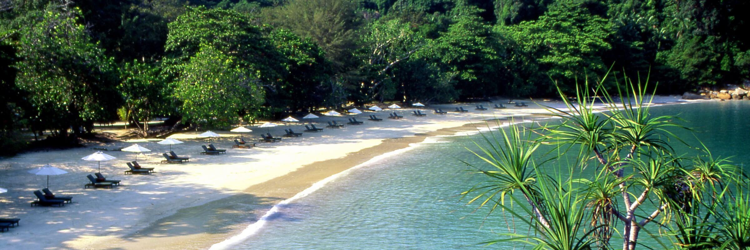 Das  Pangkor Laut Resort ist an der malerische Emerald Bay gelegen.