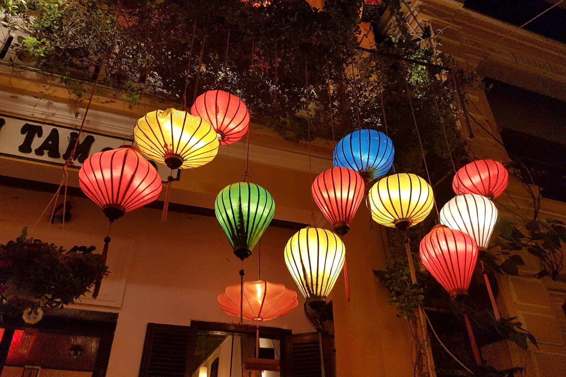 Die bunten Lampions in Hoi An sind vor allem nachts wunderschön
