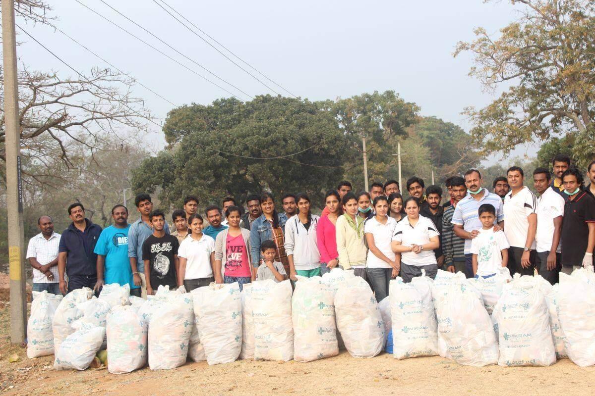Gemeinsam Aufräumen und ein Bewusstsein für die Umwelt schaffen mit Let's do it Mysore in Indien