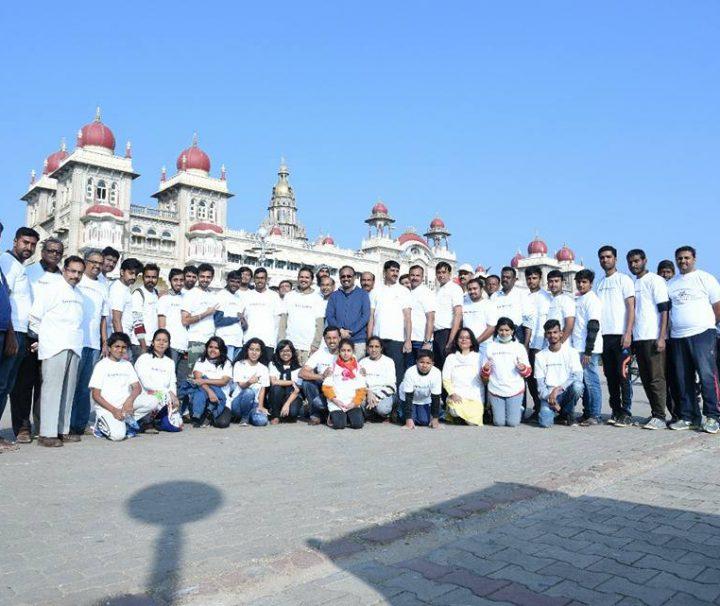 Gemeinsam Müllsammeln in Indien mit Let's do it Mysore