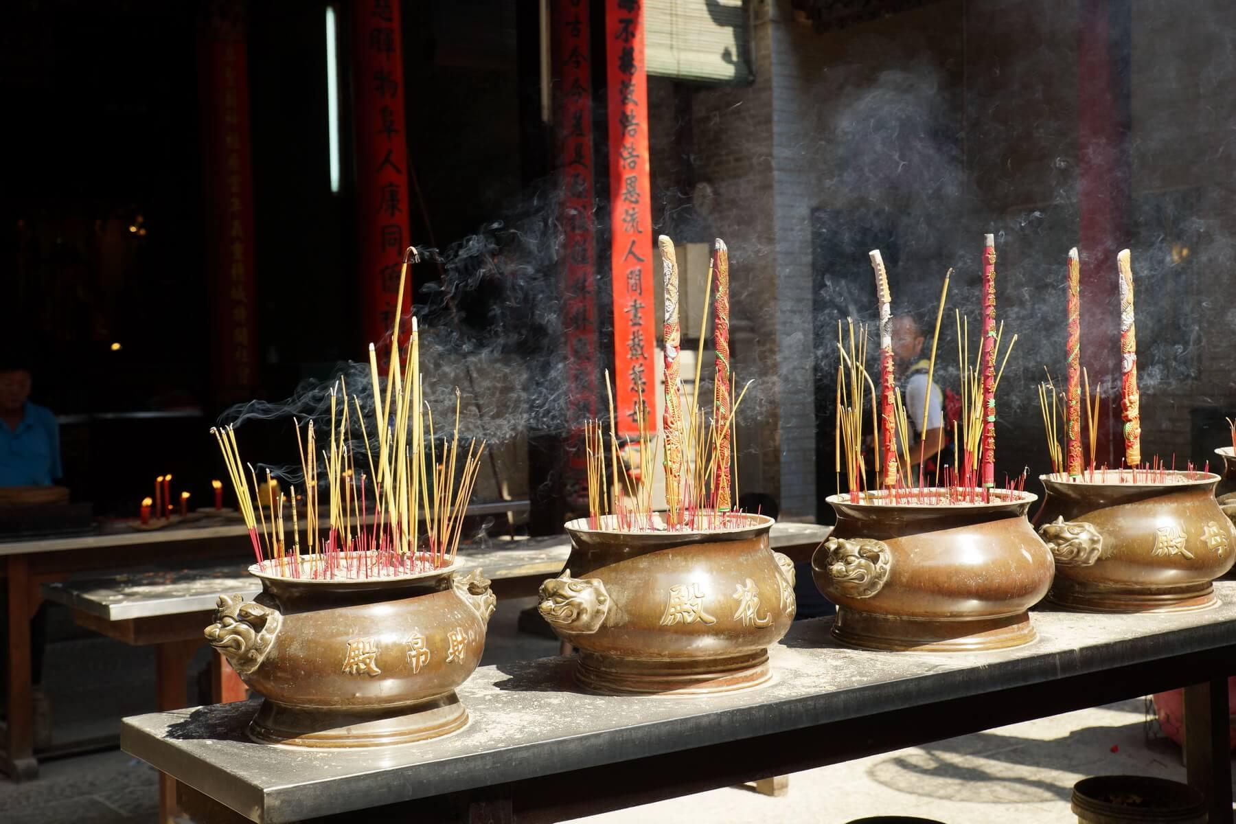 Während des TET Festivals werden die Tempel mi der Familie besucht