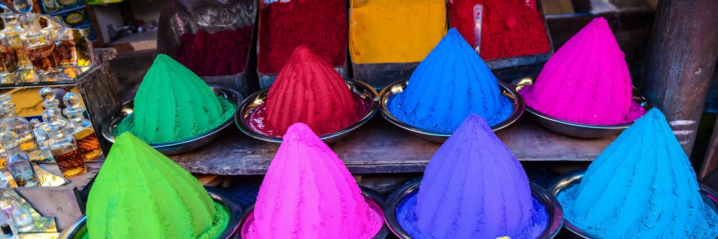 Bunte Kreide auf einem Markt im südindischen Mysore