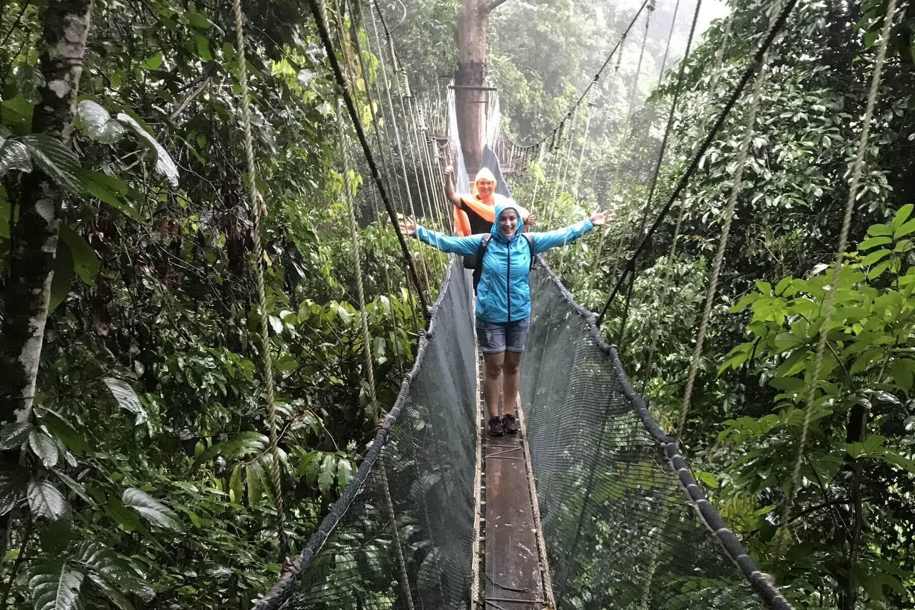 Reiseexperte Janine Klein auf dem canopy walk