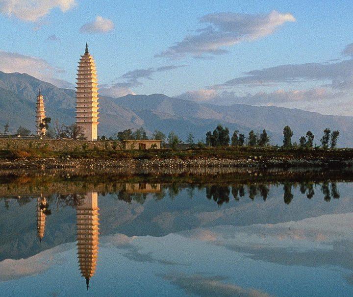 Die Drei Pagoden des Chongsheng-Klosters in Dali, in der Provinz Yunnan, im Süden Chinas erleben
