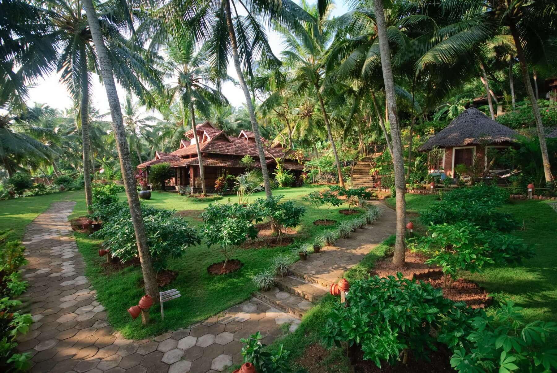 Alle Unterkünfte im Somatheeram Ayurvedic Health Resort sind in eine liebevoll gestaltete Gartenanlage eingebettet.