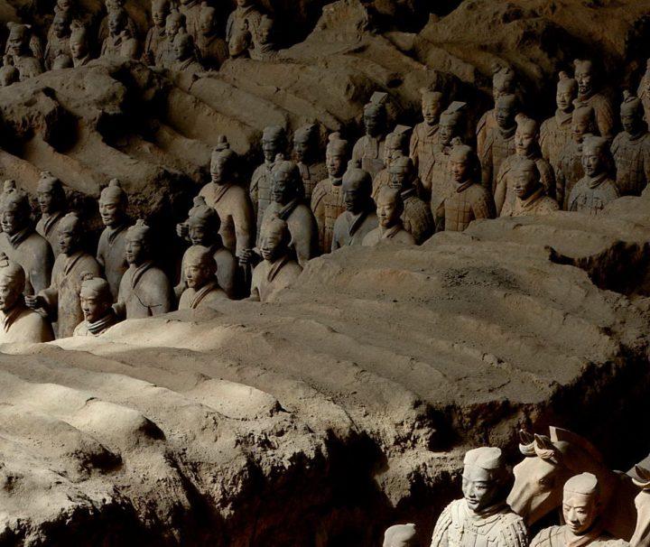 Die Soldaten aus Terrakotta in Xi'an, um den Kaiser nach dem Leben weiter zu beschützen, die Terrakotta Armee wurden zufällig entdeckt im Jahr 1974.