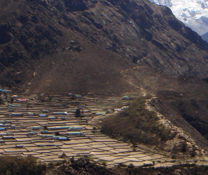 Das berühmte Mount Everest Base Camp befindet sich auf einer Höhe von 5364 m.