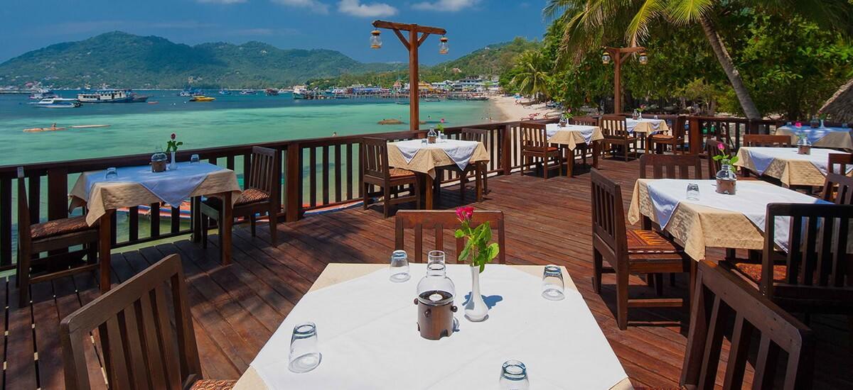 Im Restaurant des Sensi Paradise Beach Resorts werden sowohl westliche Speisen als auch regionale Spezialitäten und Seafood serviert.