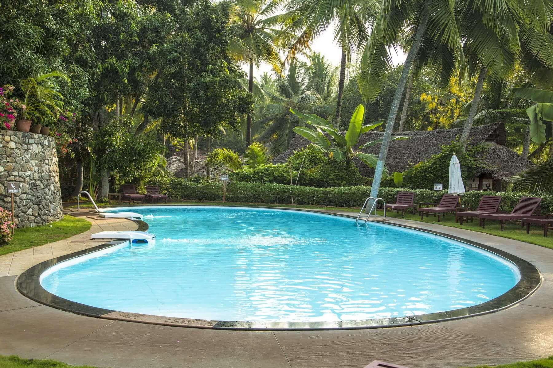 Das Somatheeram Ayurvedic Health Resort bietet einen Swimmingpool mit direktem Zugang zum Meer.