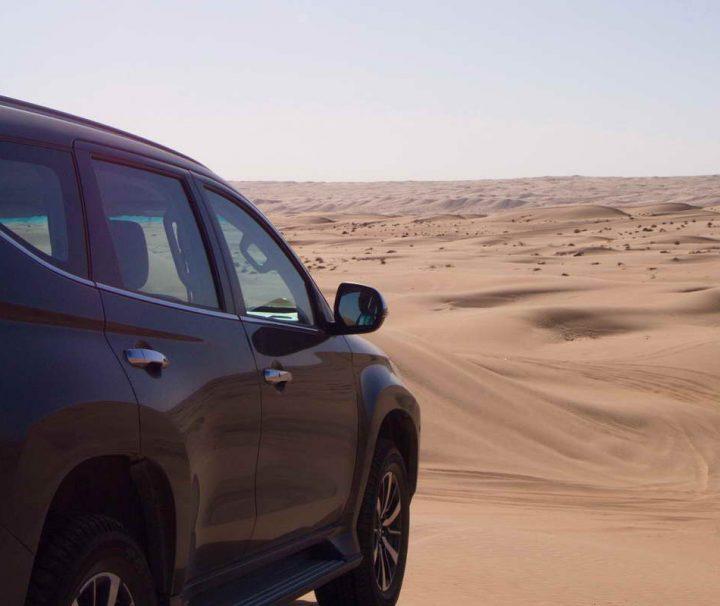 Mit dem 4x4 Auto durch die Wüste des Omans ist ein ganz besonderes Erlebnis.