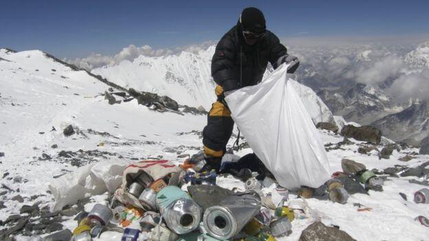 Frühjahrsputz am Himalaya Nepal