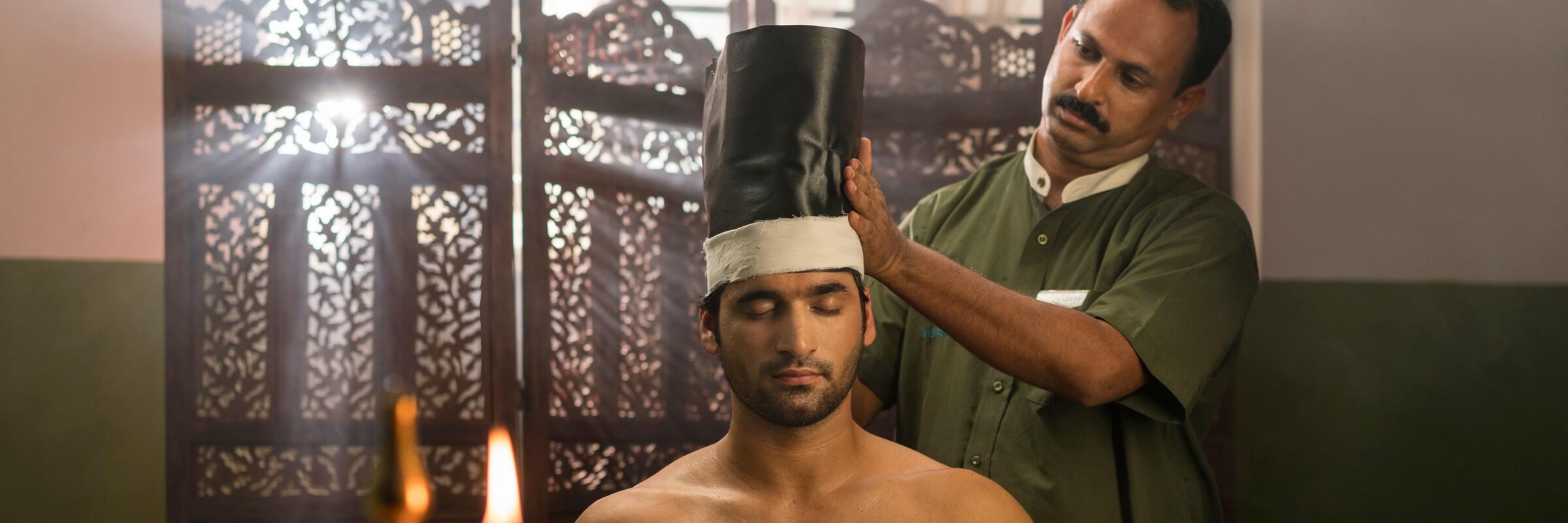 Die vielfältigen Anwendungen im Ananda Lakshmi Ayurveda Retreat werden von einem erfahrenen Ayurveda-Arzt speziell auf den jeweiligen Körpertyp abgestimmt.