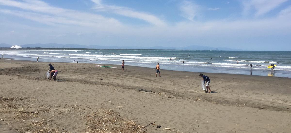 Reinigungsarbeiten am Strand