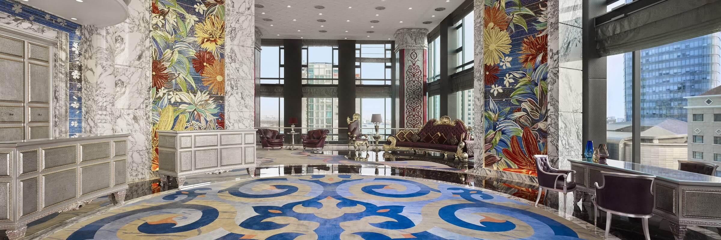 """Das freundliche und zuvorkommende Personal im Luxushotel """"The Reverie Saigon"""" sorgt dafür, dass bei den Gästen keine Wünsche offenbleiben."""