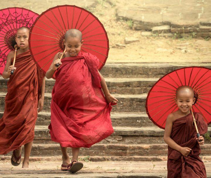 In Myanmar gibt es etwa eine halbe Million buddhistische Mönche, Nonnen und Novizen.