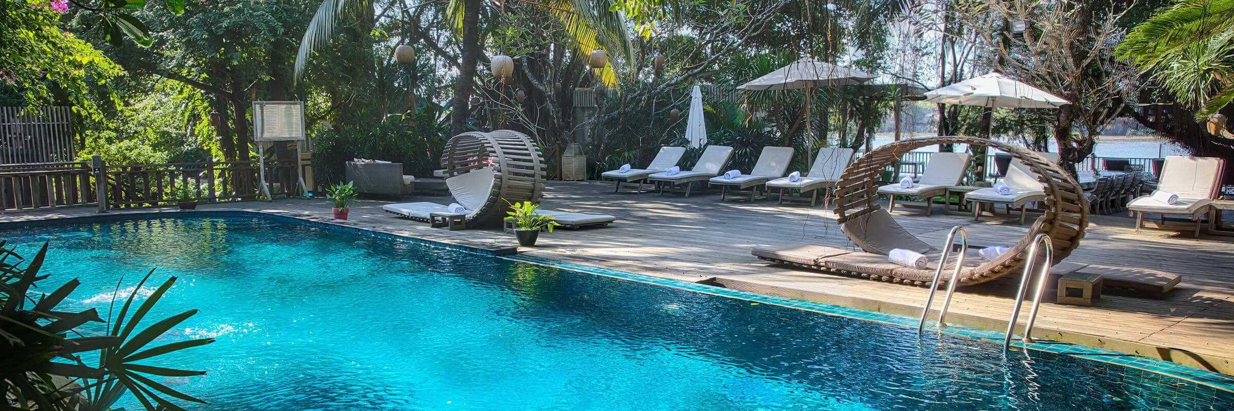Der einladende Pool mit harmonischer Sonnenterasse des An Lam Retreats Saigon River Boutique-Hotel