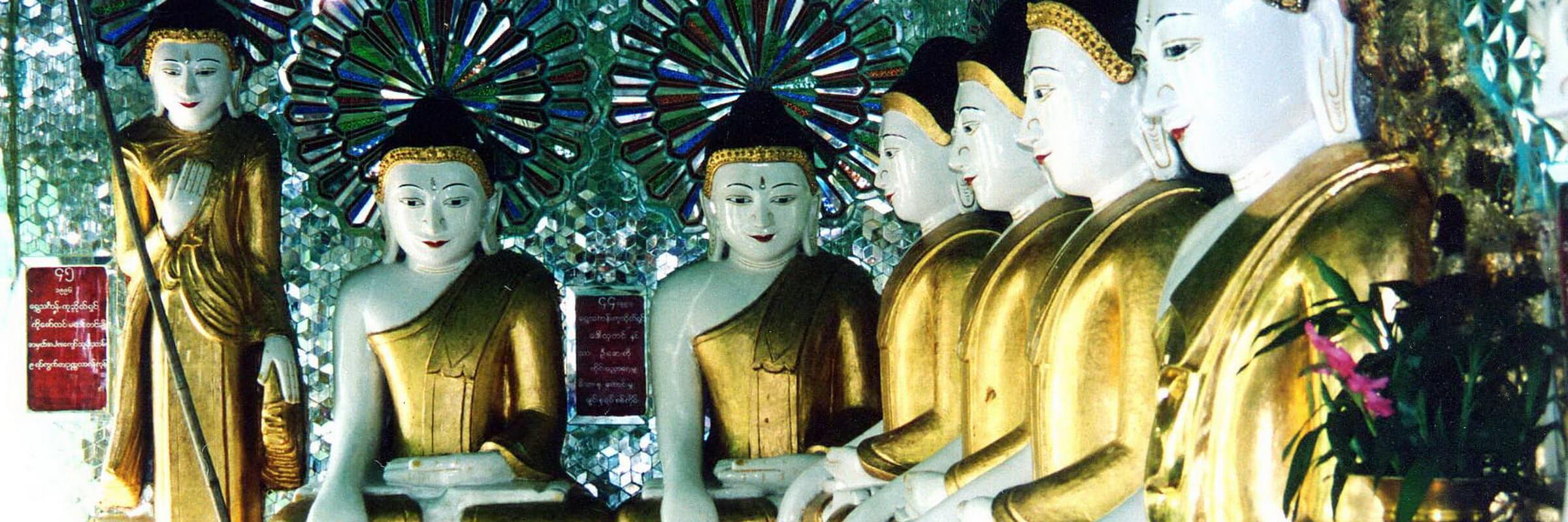 U Min Thonze Pagode in Sagaing, auch Pagode der 30 Höhlen genannt, mit ihren zahlreichen Buddha Figuren