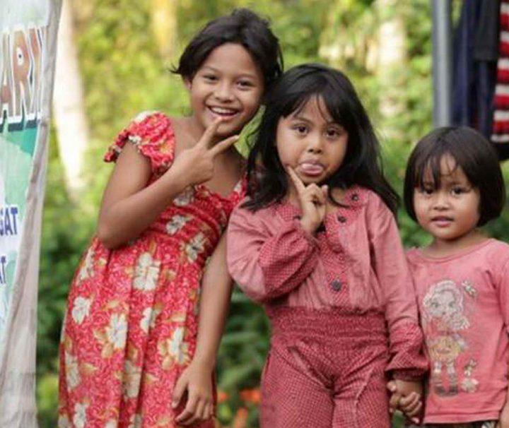 Einheimischer Kinder an der Ostküste der indonesischen Insel Bali