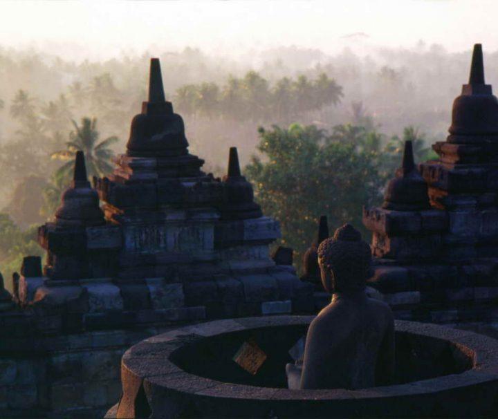 Sonnenuntergang an der buddhistischen Tempelanlage Borobudur