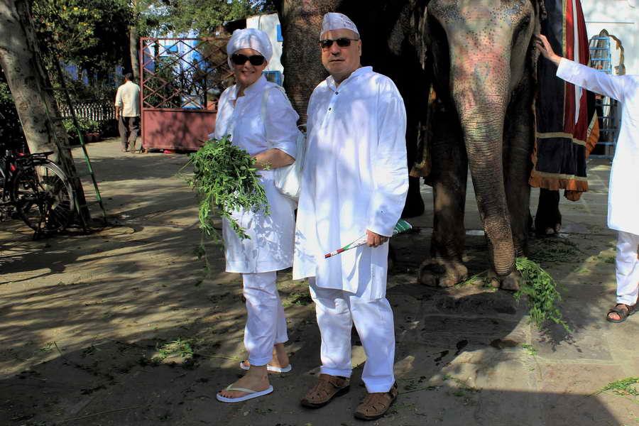 Vor dem Start der Holi Festes in Indien war die Kleidung noch weiß
