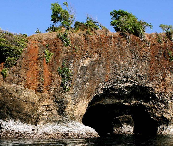 Die vom Tourismus noch weitestgehend unberührten Molukken Inseln faszinieren mit atemberaubenden Landschaftsbildern.