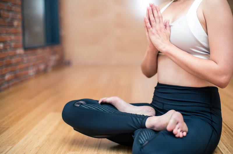 Auch unterwegs können Sie durch Yoga entspannen.