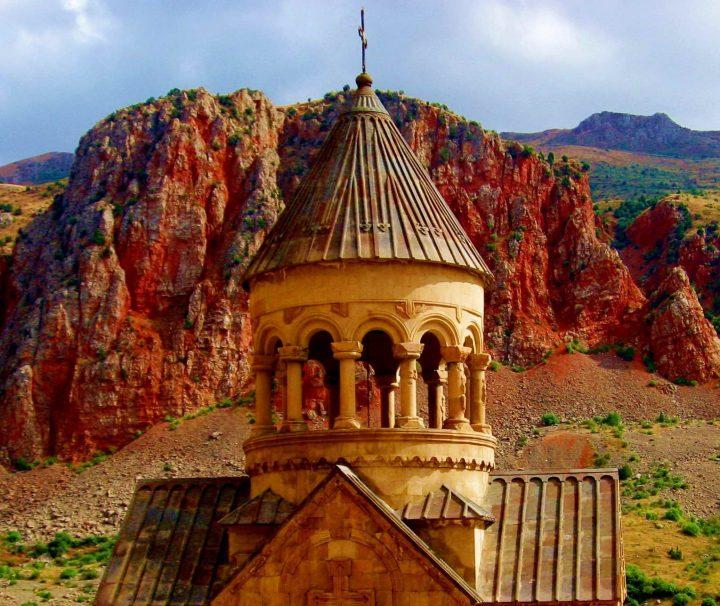 Am Ende der wunderschönen Schlucht Amaghu gelegenenes Kloster Noravank in Armenien