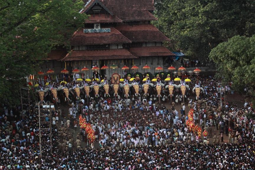 Jedes Jahr im April bzw. Mai findet das traditionelle hinduistische Tempelfest Thrissur Puram in Thrissur statt.